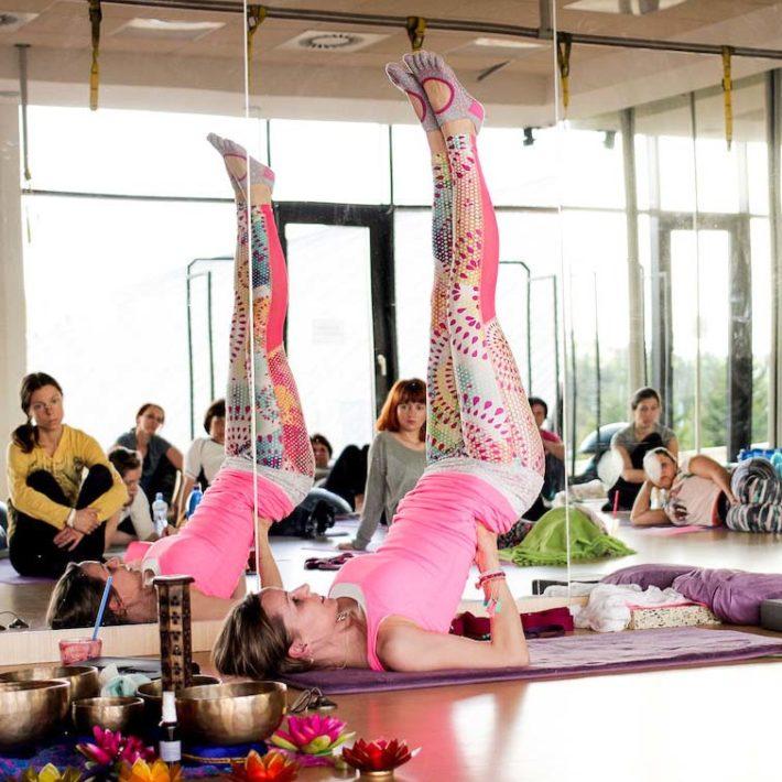 Hormonální jóga s Šárkou Simonidesovou